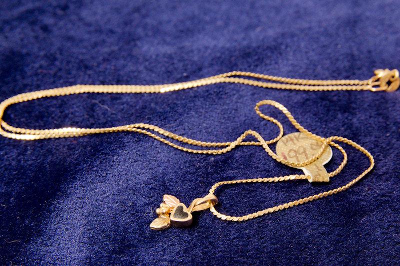 14k Gold Black Heart w/ Leaves