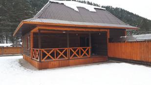 лицевая часть дома,с открытой верандой