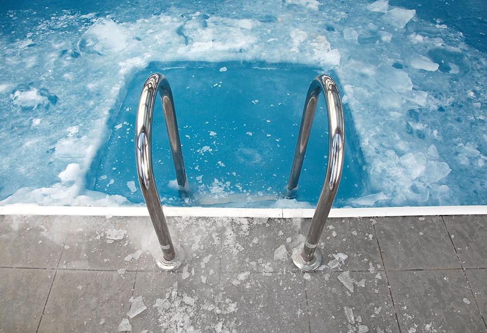 Šokové ochlazování v ledové vodě, které zlepšuje nejen prokrvení, ale i náladu