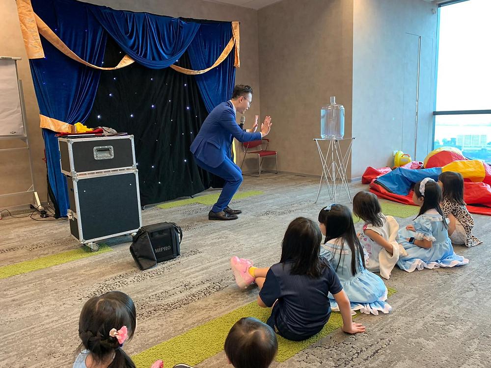 mini-theatre Magic show for a private children's birthday party