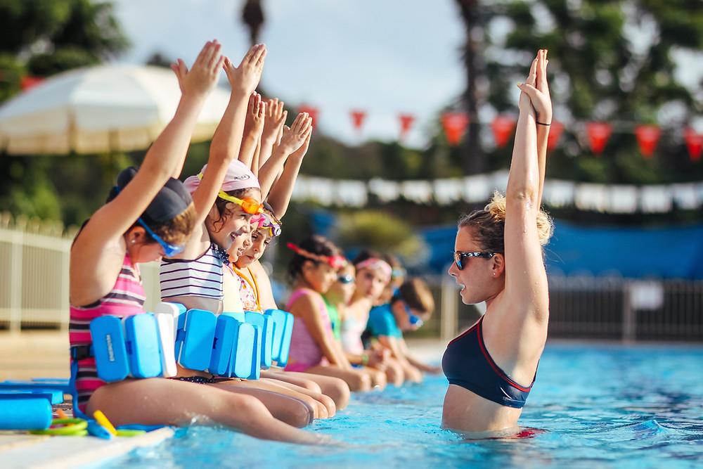 כמה זמן לוקח ללמוד שחייה? איתן אורבך עונה על שאלות נפוצות בנושא לימוד שחייה לילדים