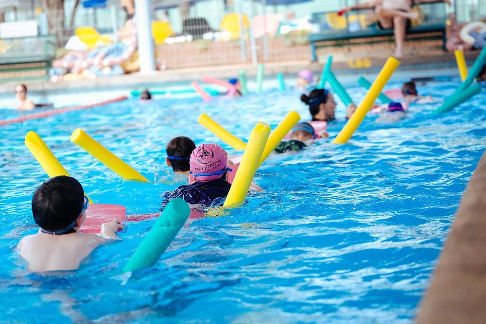 חוגי שחייה קבוצתיים בבית הספר לשחייה - איתן אורבך