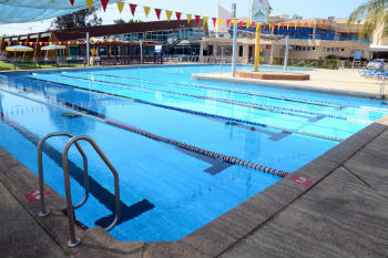 בית הספר לשחייה איתן אורבך בקאנטרי רעננה