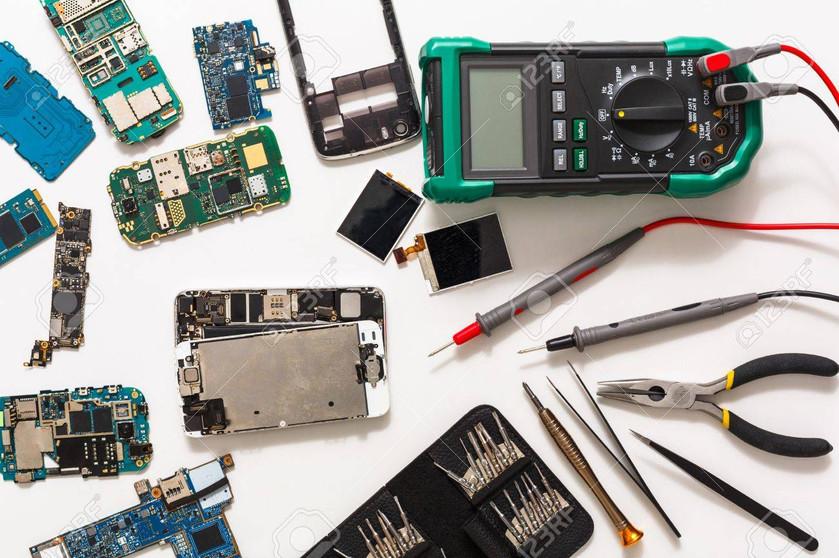 80064936-mobile-repair-flat-lay-dissasem