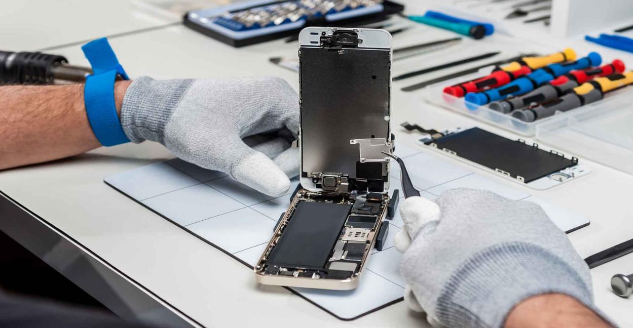 cracked-screen-broken-display-iPhone-scr