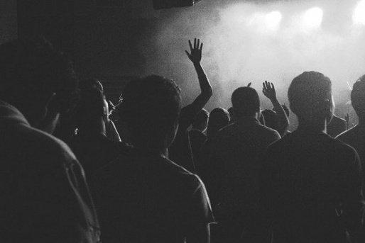 Grupo de pessoas flagradas em festa clandestina devem prestar serviços comunitários
