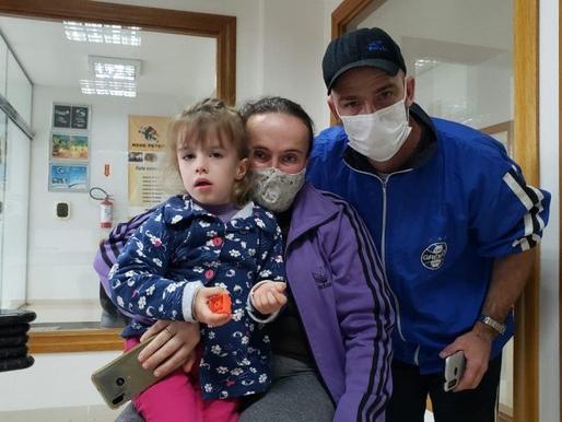 Família lança campanha em busca de recursos para filha com doença rara