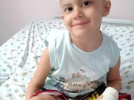 Menino diagnosticado com leucemia precisa de doação de sangue em Chapecó