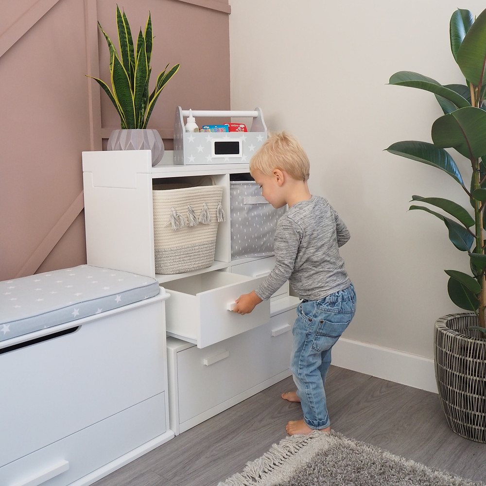 The new Alba unit has handles - perfect for little fingers!