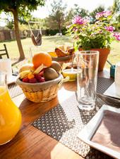 brunch-exterieur-restaurant-piscine-gard