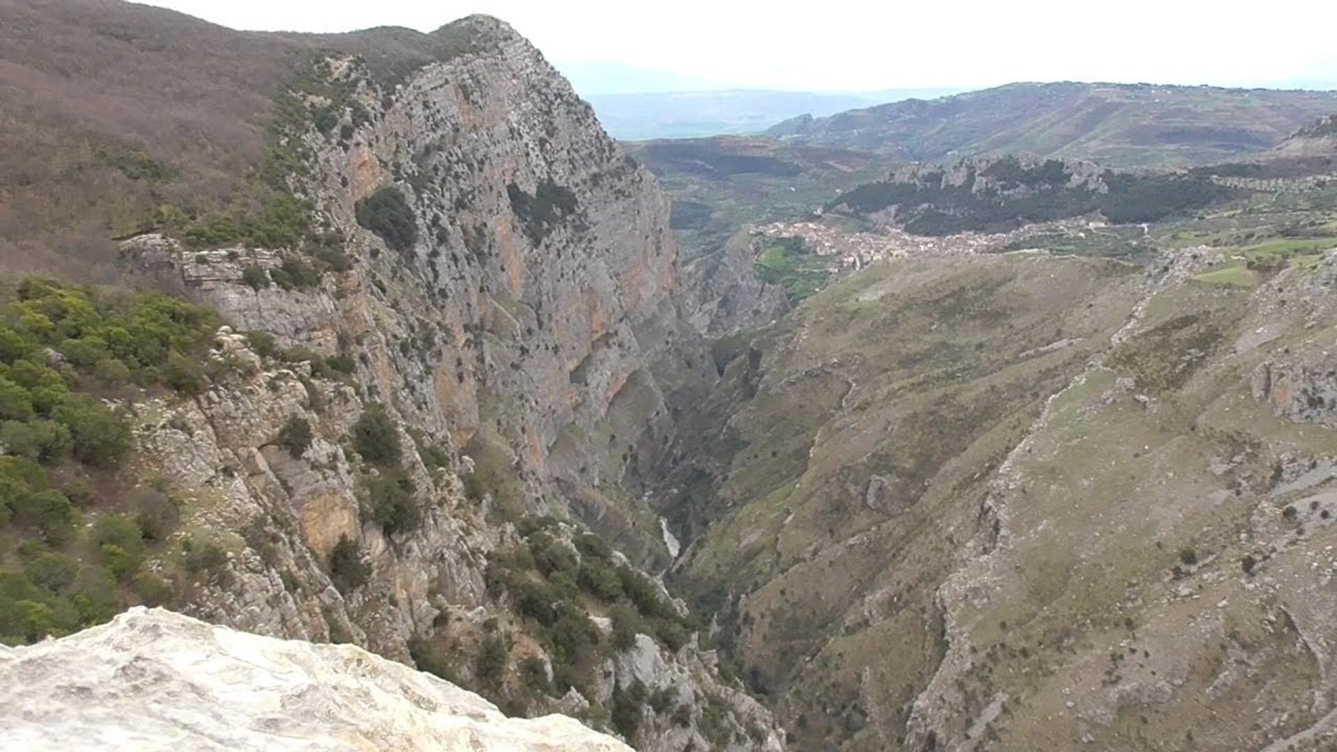 Civita e i suoi due ponti