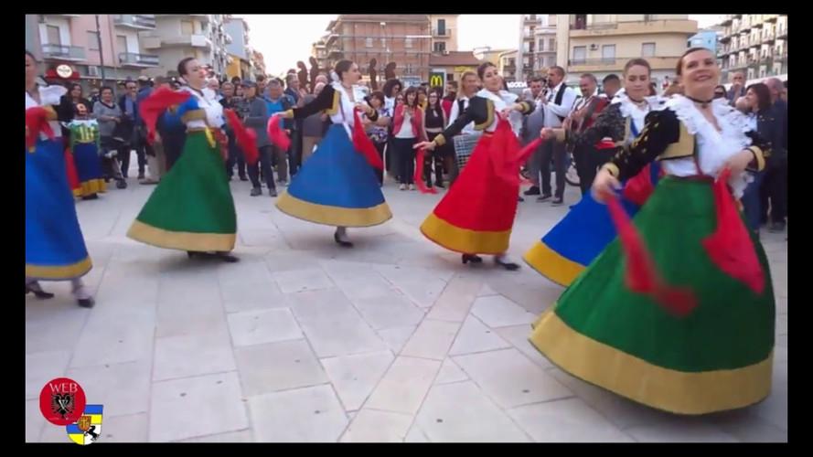 "Il gruppo folk ""Shqiponjat"" di Santa Sofia d'Epiro, Bukuria Arbereshe, Cosenza, 20 maggio 2018"