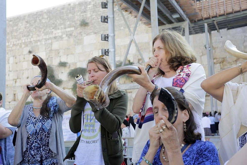 WOW -Women of the Wall blow the Shofar at the Western Wall