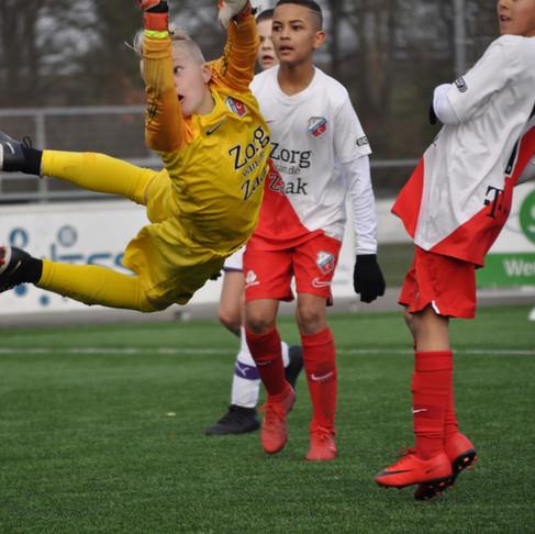 Hoe kan jij als ouder het zelfvertrouwen van jouw kind bekrachtigen op het voetbalveld?