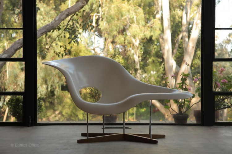 Eames La Chaise