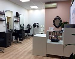 Espace accueil du salon de coiffure