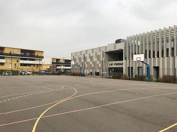 Terrain de football basketball citystade à Istres proche résidence Tante Marie