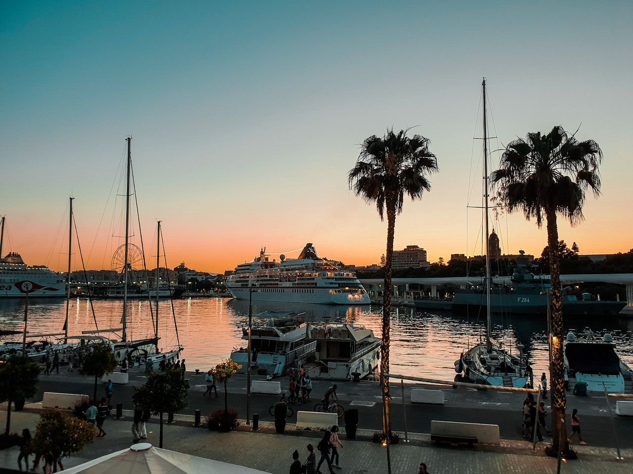 Muelle Uno - Hafenpromenade Sunset Malaga - Playa de la Malagueta Olivia Libi