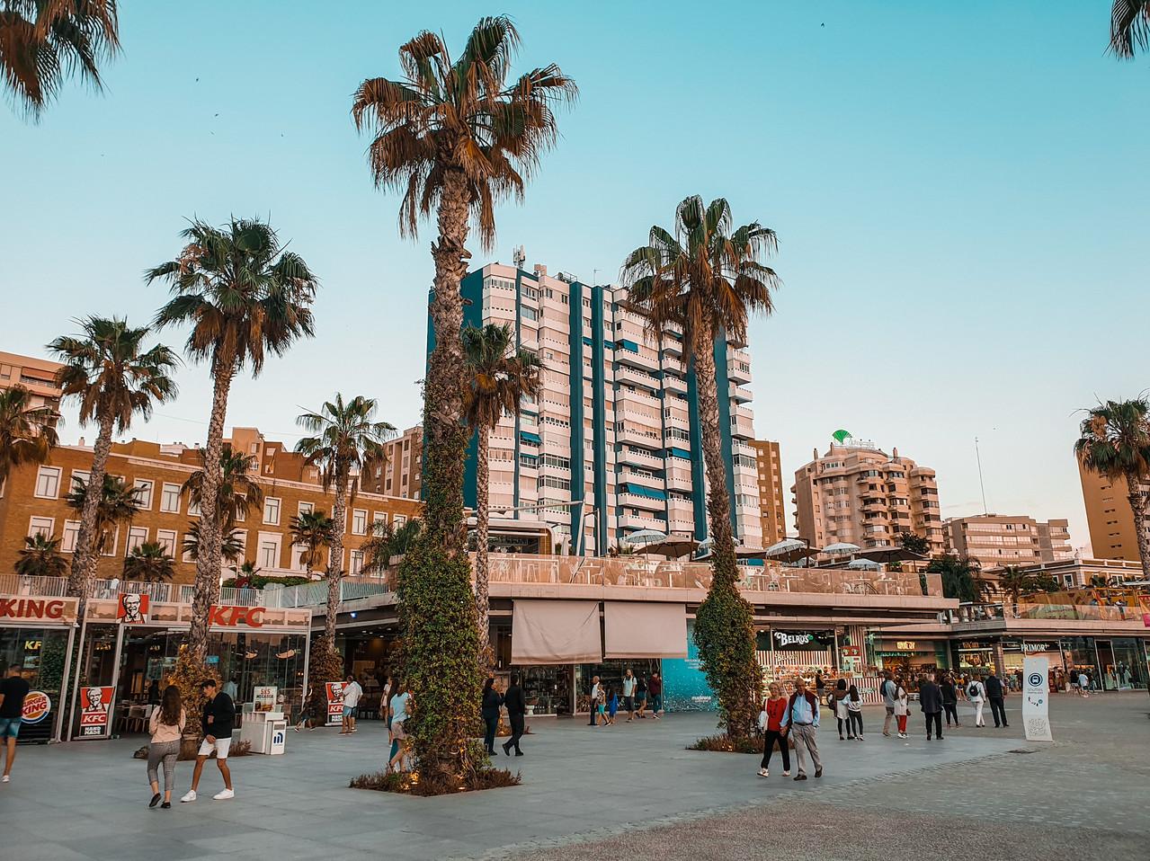 Muelle Uno - Hafenpromenade Daytime Malaga - Playa de la Malagueta Olivia Libi