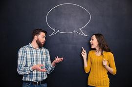 Couple qui discute pour illustrer le thème d'apprendre à dialoguer du stage de Communication Consciente d'Olivier Babando