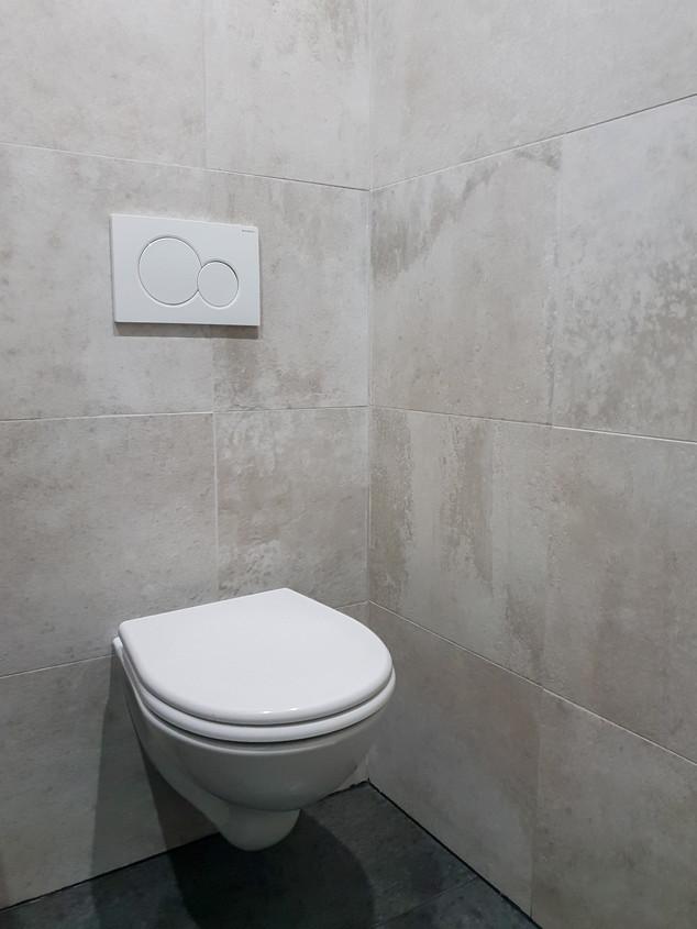 WC suspendu dans rénovationn salle de bain