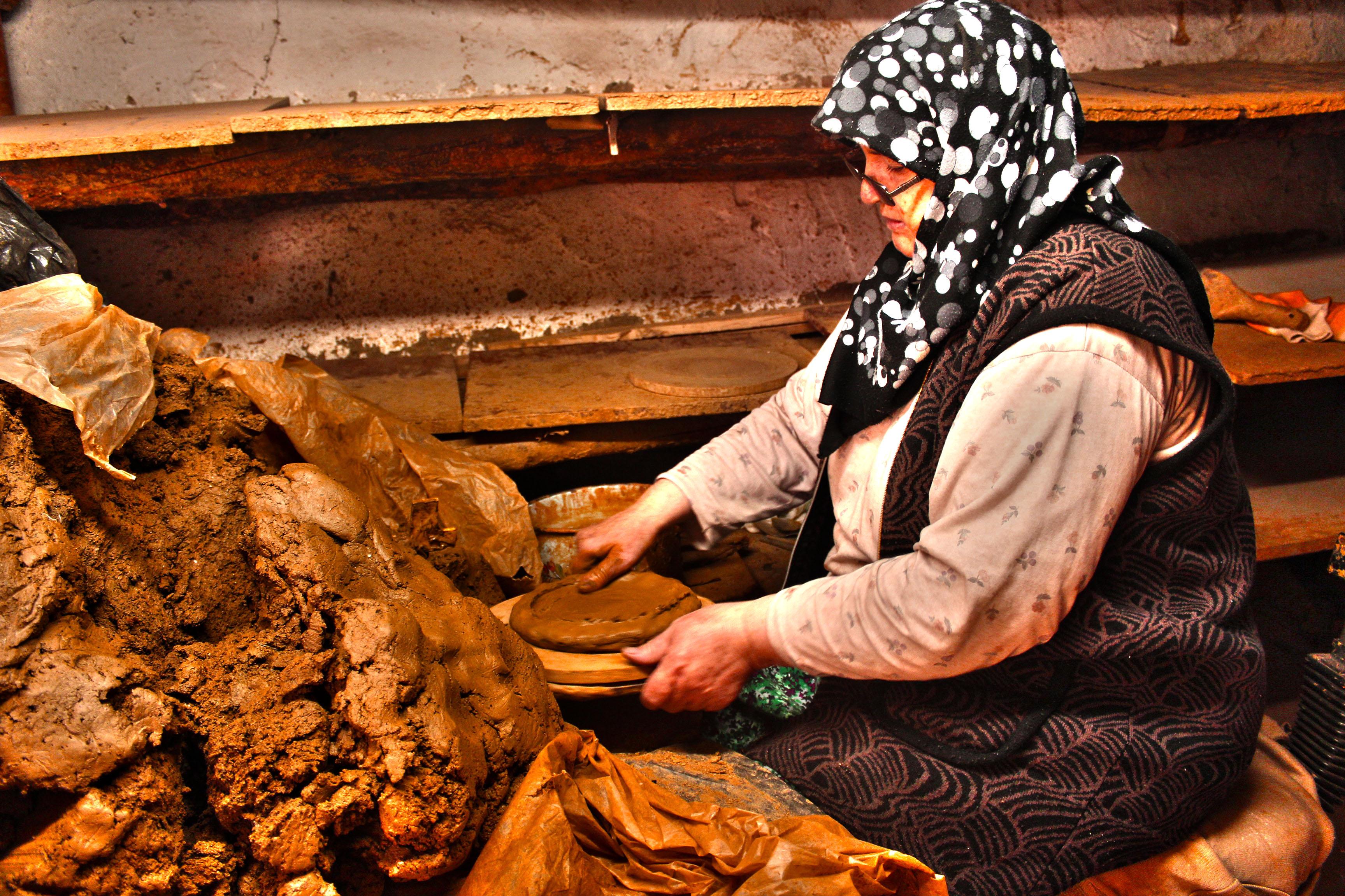 handmade clay pan artisan