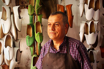 hanmade leather shoes artisan, yemeni