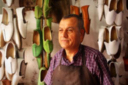 hanmade leather shoes artisan, yemeni