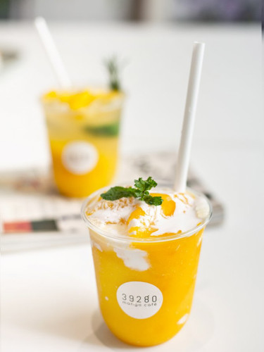 Mango smoothie with coconut whipcream