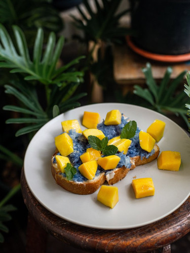 Mango sticky rice toast