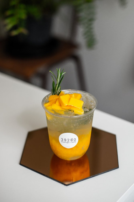 Mango rosemary lemon spritzer