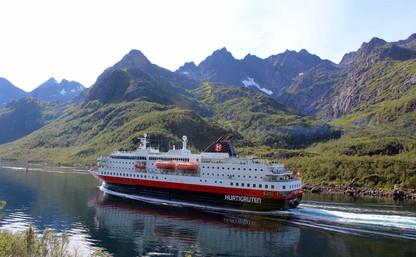 Nobody knows the Norwegian coast like Hurtigruten