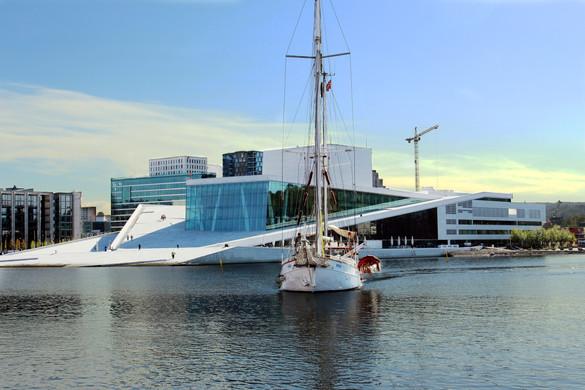 Oslo Opera House: please walk on the roof - Oslo, Norway