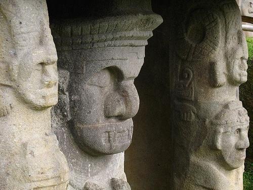 San Augustin, Statues
