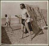 Paul Gauguin, Autoportrait à la plage de Warnemünde,  peignant le triptyque des Ages de la vie et les Hommes au bain, 1907