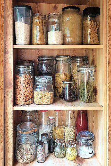 reusable-glass-jars-on-pantry-shelf-NU56