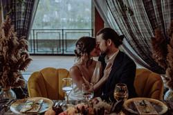 A sweetheart table vignette