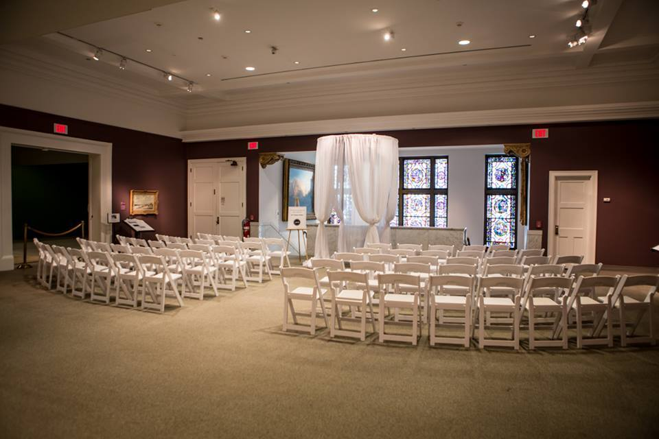 Ceremony in the art gallery