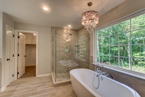Master Bath: Maplewood