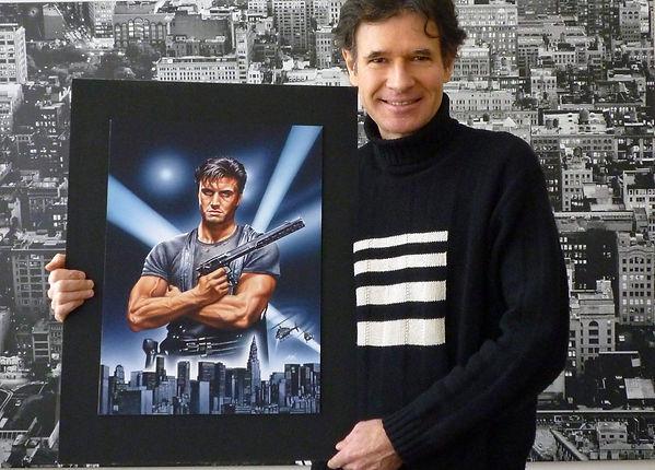 """L'illustrateur-Affichiste Laurent MELKI présentant l'illustration originale de l'affiche du film """"The Punisher"""" avec Dolph Lungren, horreur com."""