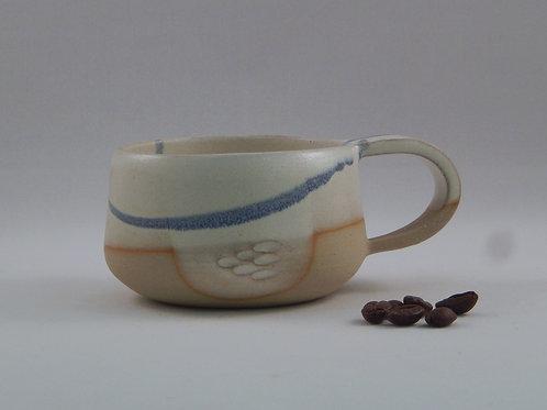 Tasse à café blanc et bleu