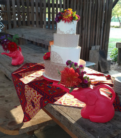 Wedding cake with elephant containers