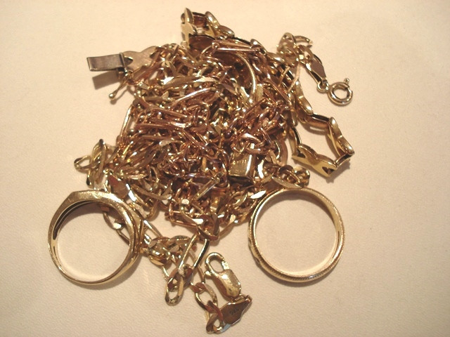 Old gold jewellery items