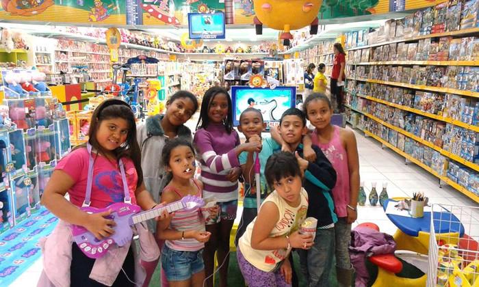 Crianças visitam a loja da Ri Happy São Caetano do Sul