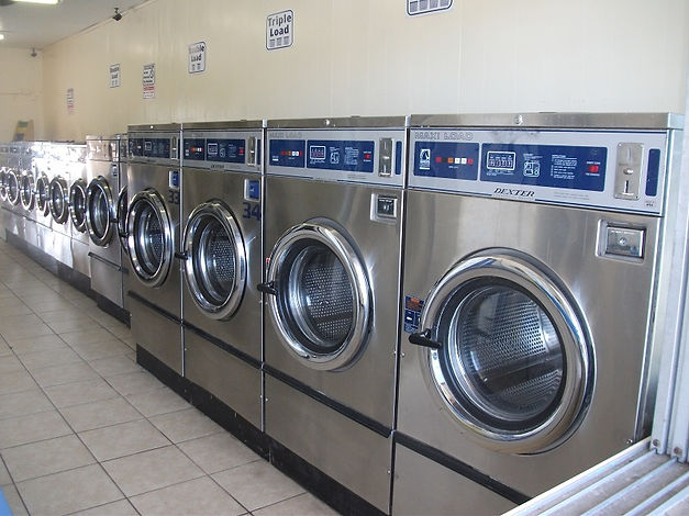 24 hour laundromat has dexter T 600's which can take up to forty pounds of washing. The laundromats washers are conveniently located at the front of the store. The meduim sized 25 pound washers follow and the smaller ones are in the back of the laundry.