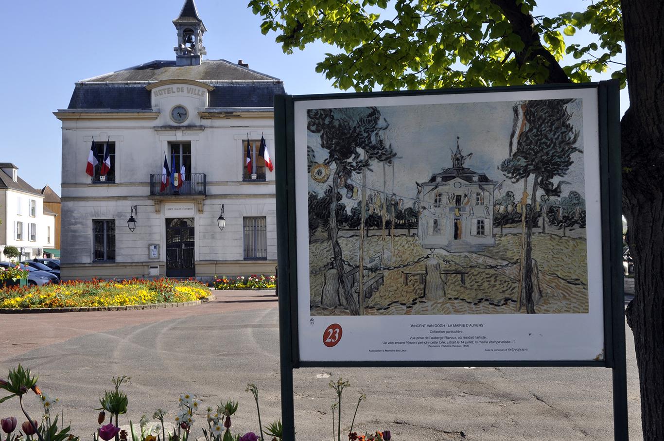 La mairie d'Auvers-sur-Oise ©JLPP