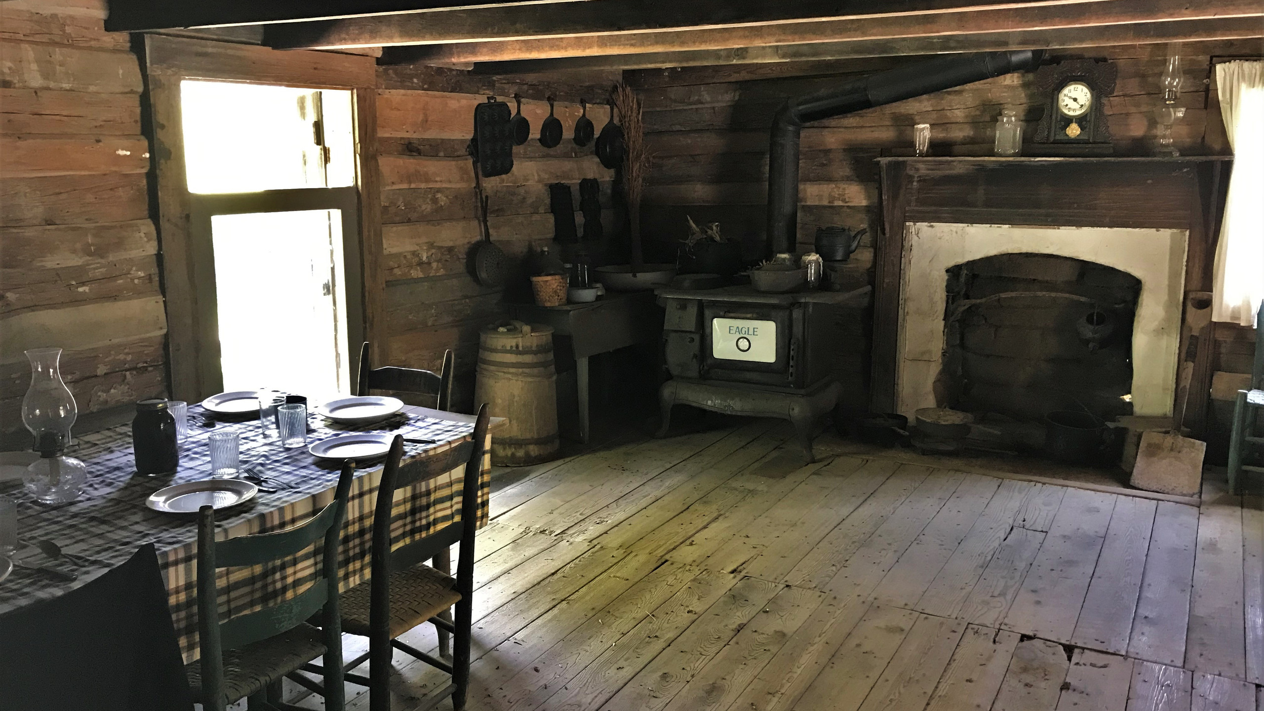 Dining Room and Kitchen in the Cabin
