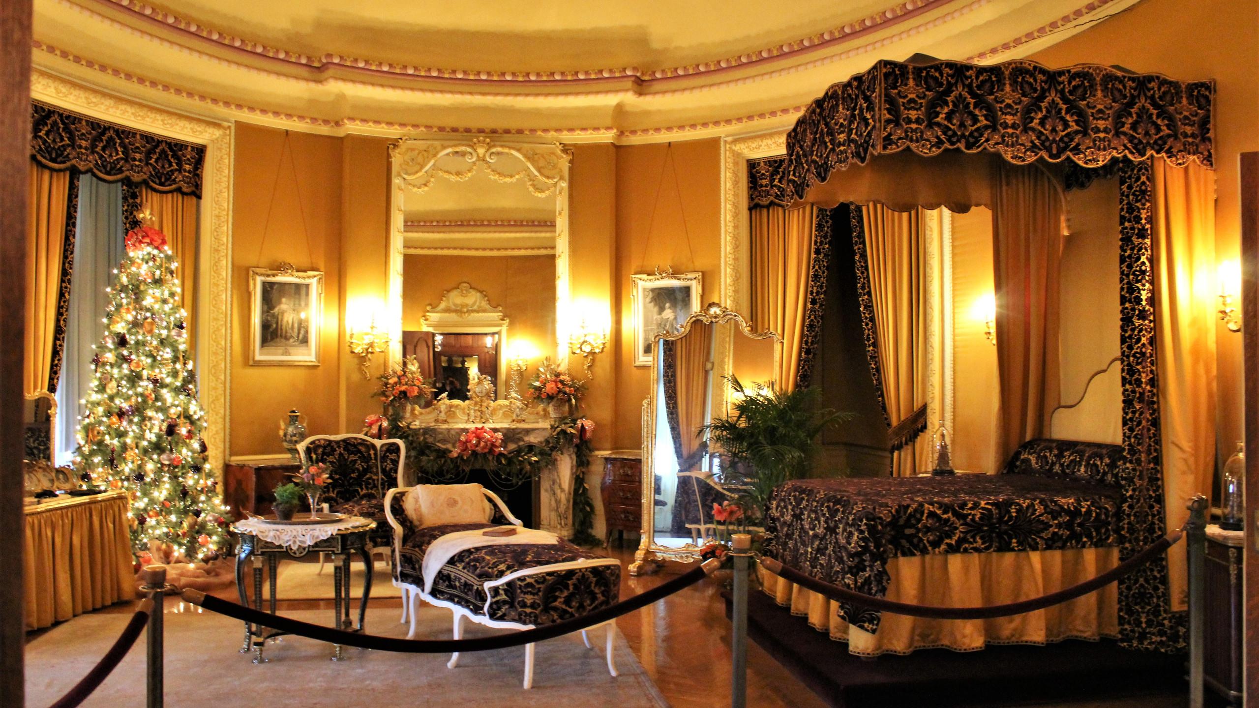 Mrs. Vanderbilt's Chambers