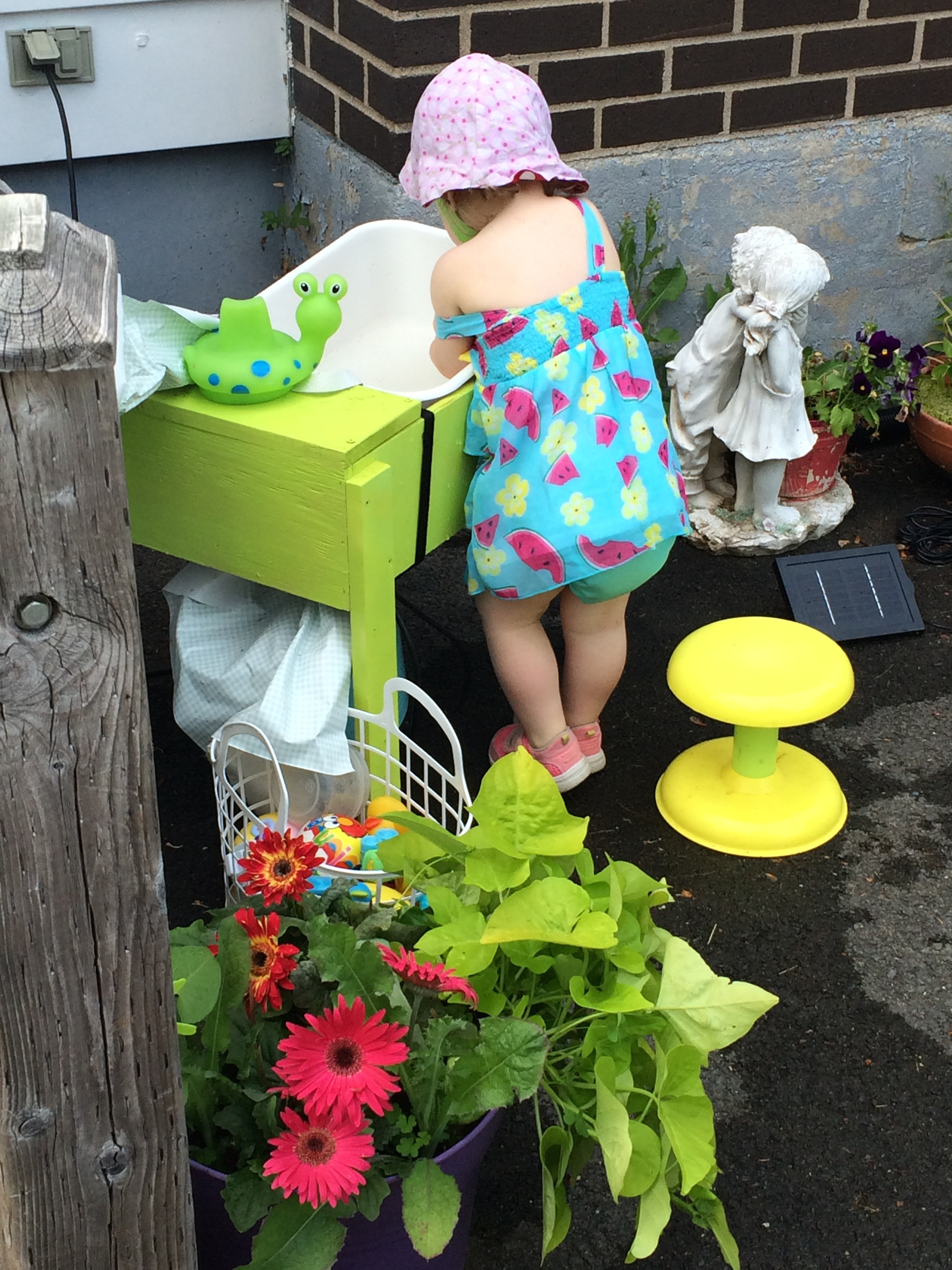 Maddie's DIY water table