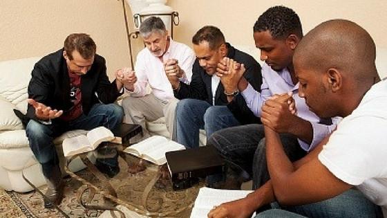 men pray